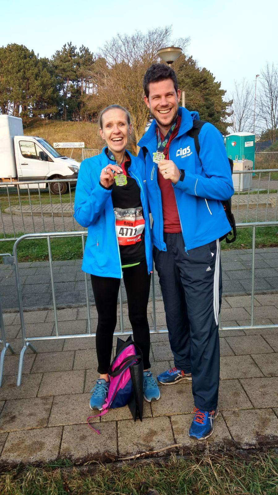 Egmond halve marathon anja en medaille
